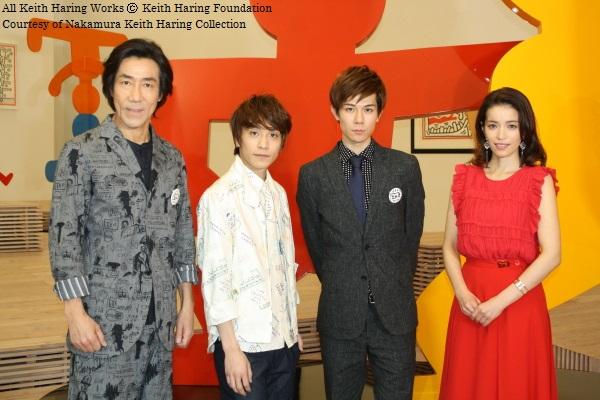 (写真左より)美術館を訪れた、演出の岸谷五朗さん、平間壮一さん、柿澤勇人さん、知念里奈さん