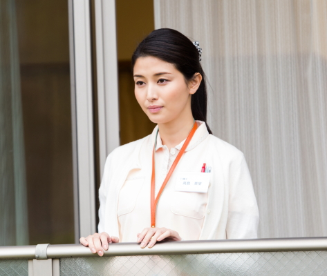 介護士でヒロイン・美里役の橋本マナミさん