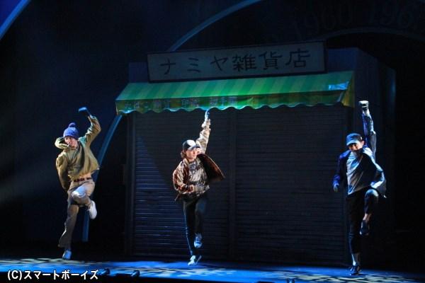 劇中では3人のダンスも披露! キレッキレの踊りに注目です!