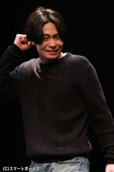 3役を演じる鯨井康介さんは劇中で生ハーモニカにも挑戦しています