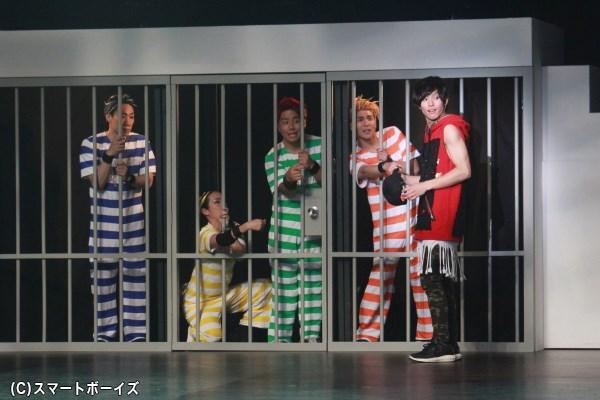 ダンス禁止令を破り逮捕者続出。しかしダンスへの情熱は誰にも止められない!
