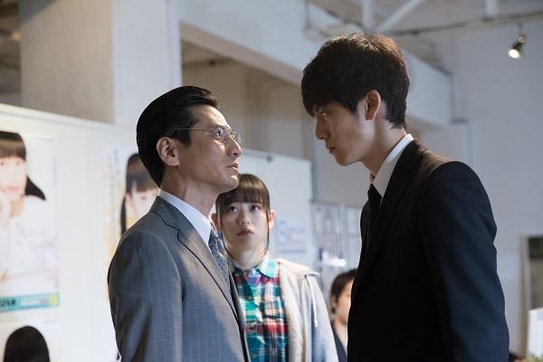 悪徳芸能プロダクションに乗り込み、社長の沢村(津田寛治)と直接対決!