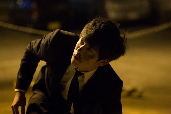 筋を通すために塩田(波岡一喜)のもとに向かった須藤は商売道具の顔をボコボコにされてしまうが……