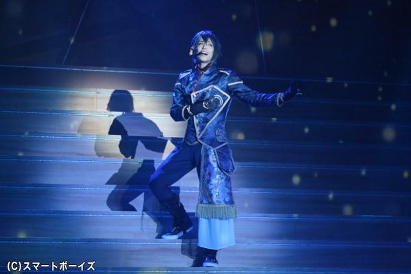 三日月宗近(黒羽麻璃央さん)も新曲『Endless Night』を三日月の輝くもとでソロ歌唱