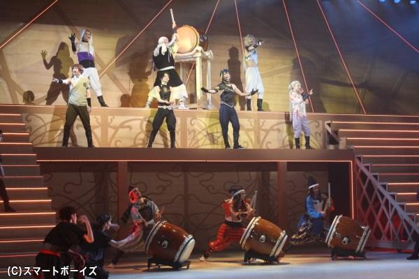 和太鼓の轟音が響くなかで歌い上げる、『漢道』は圧巻の一言!