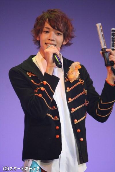 イメージカラーはオレンジ、広い肩幅と長身が魅力の志田昂平さん