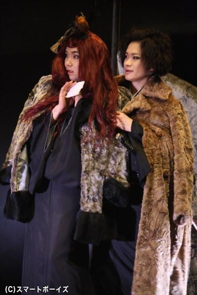 悪女・お松をどこかチャーミングに演じる桑野さん(写真左)の演じ分けにも注目