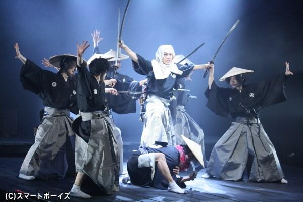 終盤での佐藤さん演じる弥十郎の大立回り、そして見得を切る姿は大きな見どころ