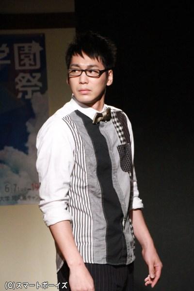 三木谷役の磯貝龍虎さん。生徒会長で、オタク研究会に解散を迫る