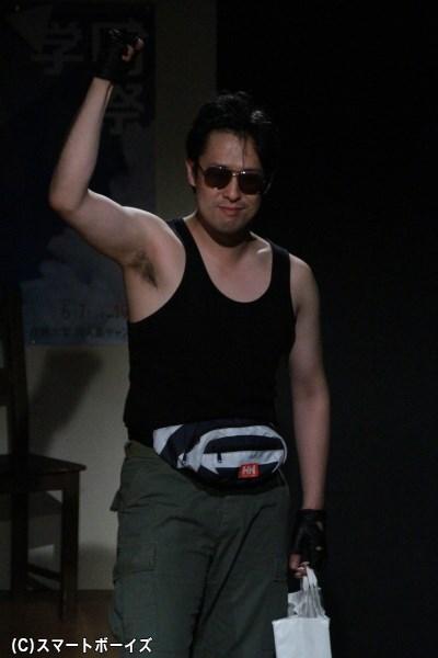 似鳥役の牧田雄一さん。B級アイドル・伊藤杏奈の熱狂的ファンで、毒島とはライバル関係