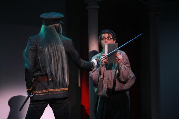 藤田五郎役の吉岡佑さん(左)と小泉八雲役の汐崎アイルさん(右)