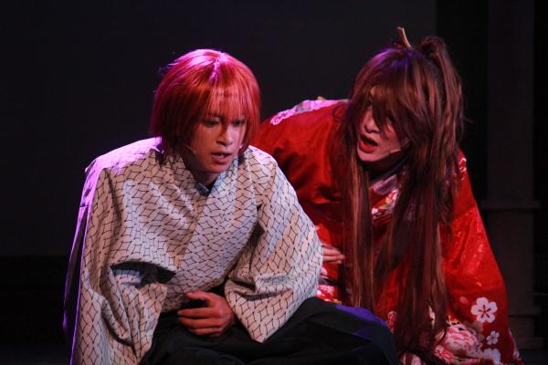 泉鏡花役の赤澤燈さん(左)と川上音二郎役の遊馬晃祐さん(右)