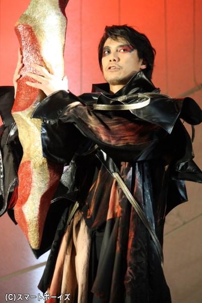 ポセイドン?の宿敵にして弓矢の名手、深海の戦士・カルナ役の兼崎健太郎さん