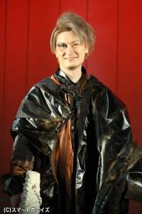 カルナと行動を共にする、深海の使者・ドローナ役の中村龍介さん