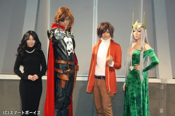 (写真左から)波野静香役の伊藤えみさん、ハーロック役の林野健志さん、台羽正役の鈴木勤さん、ラフレシア役の扇けいさん