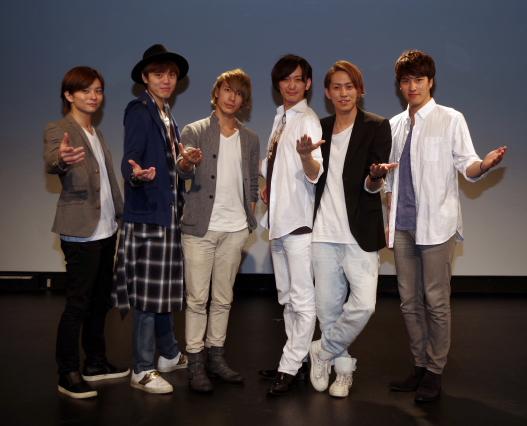 (写真左から)前夜祭イベントでの北村悠さん、室龍規さん、大島崚さん、五十嵐啓輔さん、田中彪さん、麻生和平さん