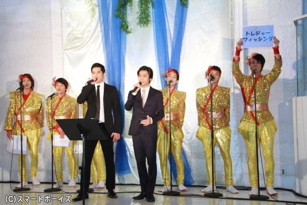 歌唱披露メドレーより、「トレジャーフィッシング」を歌う崎本さん&滝口さん&マモリ鯛