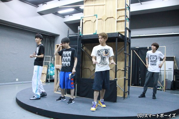 多和田さん、小野さん、平牧さん、桑野さんの4人は「エントロピー」というバンドメンバーを演じます。