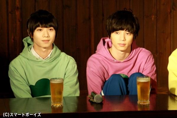 (左から)三男・チョロ松役の植田圭輔さん、四男・一松役の北村 諒さん