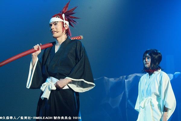 (左から)阿散井恋次役の崎山つばささん、朽木ルキア役の甲斐千尋さん
