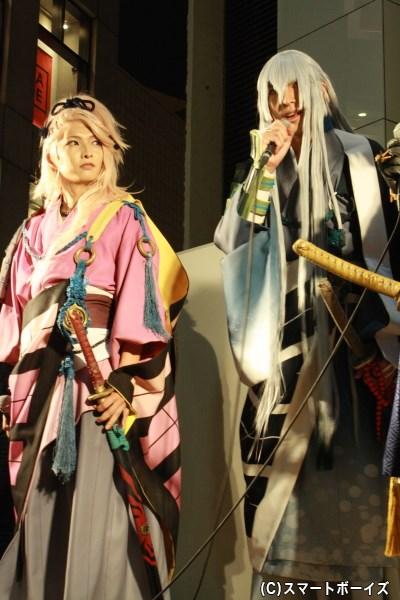 (写真左から)宗三左文字役の佐々木喜英さん、江雪左文字役の輝馬さん