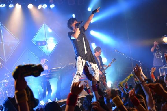 2日間で全82曲を熱唱!名古屋・大阪・東京でファンと共に熱く燃えた