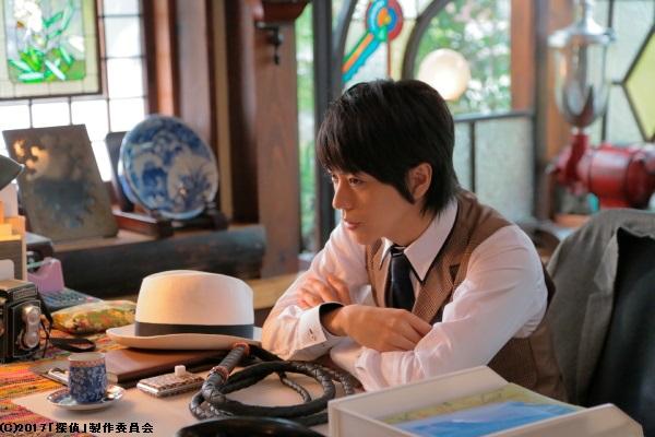 廣瀬さん扮する、鞭を操る風変わりな探偵姿に注目!