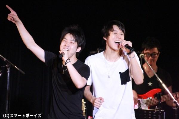 ライブ中は笑顔を見せっぱなし! 楽しいライブを自ら満喫