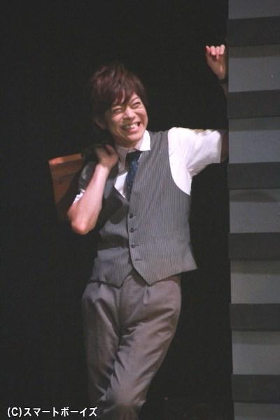 加藤真央さん演じる斎賀雅俊は、探偵倶楽部メンバーで現在は新聞社に在籍