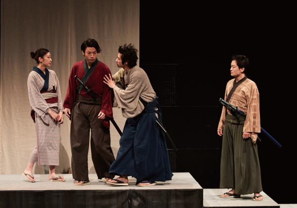 佐々木小次郎を演じるのは、矢崎広さん(左から2人目)
