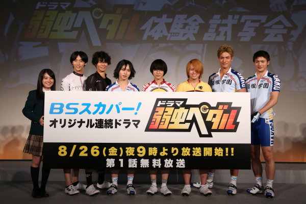 フォトセッションには植田圭輔さん(左から4人目)も駆け込み登場!