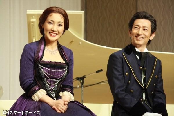 (左から)語り口も優雅な濱田めぐみさんと、お茶目な姿も見せた鈴木壮麻さん