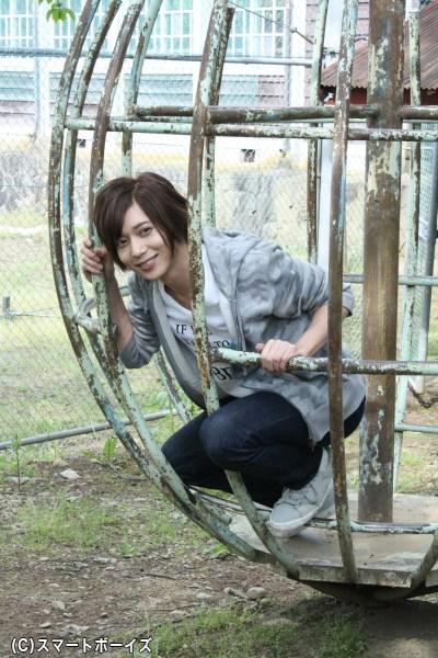染谷さんもジャングルジムに飛び乗り、ひょっこりとこの笑顔