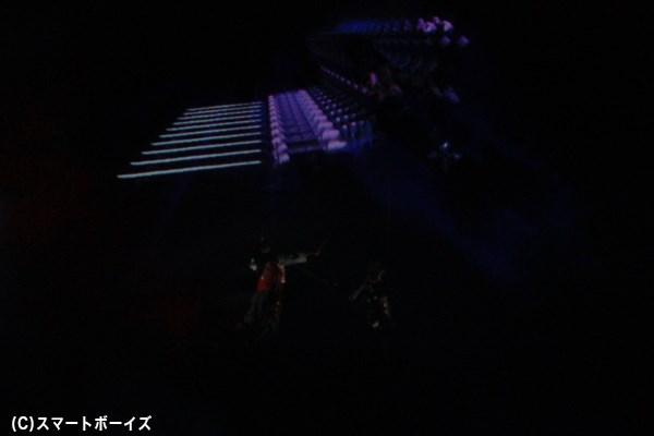 加藤和樹さんと石垣佑磨さんによる映像を駆使したワイヤーアクションは必見!