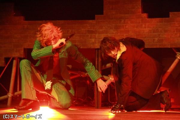 鮎川太陽さん、石渡真修さんらが本格アクションも繰り広げる、舞台『ROSE GUNS DAYS』上演中!