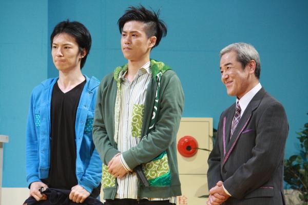 強盗役(左から、下山真佑郎さん&寺山武志さん)と、銀行支店長(廣川三憲さん)