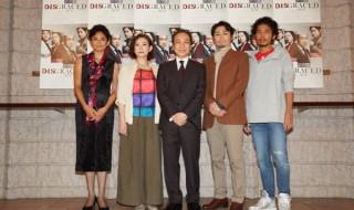 (左から)囲み取材に登場した小島聖さん、秋山菜津子さん、小日向文世さん、安田顕さん、平埜生成さん
