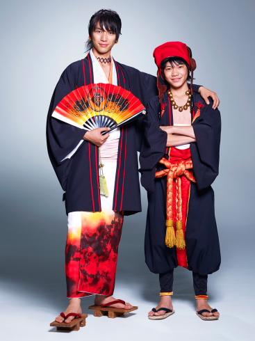 (左から)長男・天火役の福士蒼汰さん、三男・宙太郎役の若山耀人さん