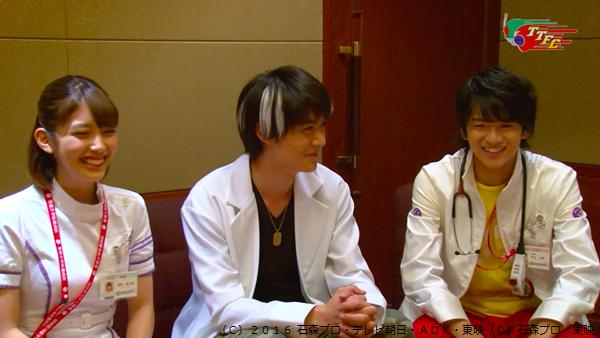 (左)仮野明日那/ポッピーピポパポ役の松田るかさん