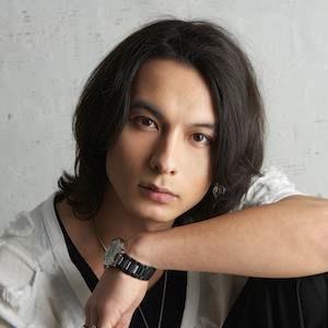 藤田玲さん演じる青木友宏は、「wonder×wonder」のメインボーカルを務める
