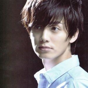 小野健斗さん演じる小西小太郎は、「パラダイス」オーナーの次男で「wonder×wonder」の熱狂的ファンでもある