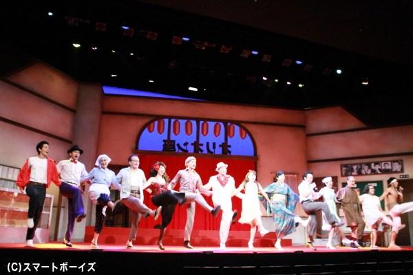 終演後には、キャスト全員によるダンスタイムも!