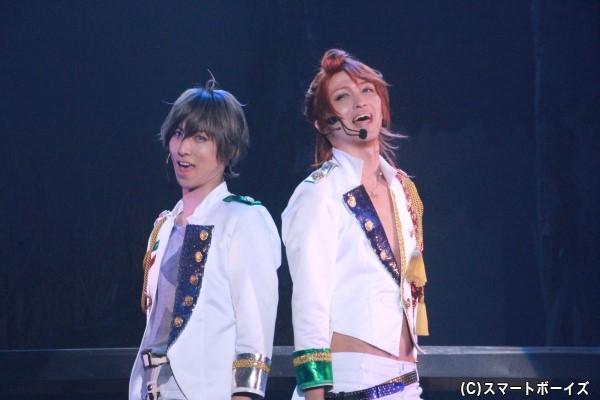 (右)葉月陽役の鷲尾修斗さん (左)長月夜役の谷佳樹さん