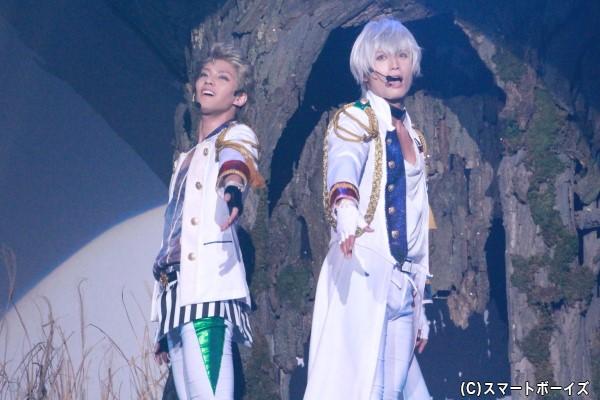 (右)霜月隼役の友常勇気さん (左)文月海役の土井一海さん