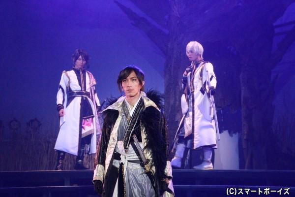 アニメ第4話のゲストキャラクター・朏ユズル(中央)も登場。スタジオライフの鈴木翔音さんが演じます