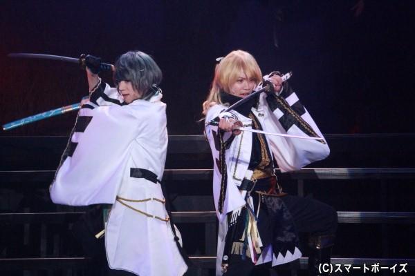 (左)水無月涙役の佐藤友咲さん (右)師走駆役の輝山立さん