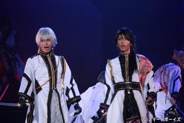 (左)霜月隼役の友常勇気さん (右)睦月始役の校條拳太朗さん