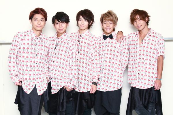 (左から)NEVA GIVE UPのRayさん、須藤凌汰さん、岡田鷹斗さん、中山大輝さん、海老澤さんのセコンドも務めた安達勇人さん