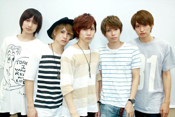 (左から)劇団番町ボーイズ☆の松本大志さん、二葉 勇さん、二葉 要さん、糸川耀士郎さん、高本 学さん