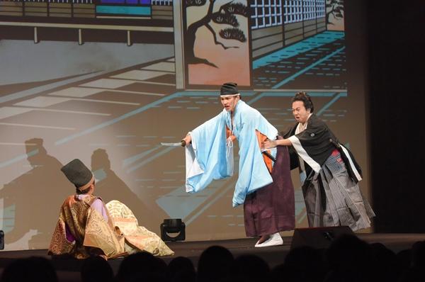 松の廊下での有名なシーン。浅野内匠頭役の寿里さんが井深さん演じる吉良上野介に切りつける!